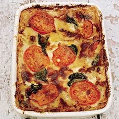 Lasagna Jamie Oliver INGREDIENTS 2 slices lean smoked bacon 2 medium onions 2 cloves of garlic 2 carrots 2 stalks celery olive oil 2 tsp dried oregano 500 g of half-and-half chopped + 2 cans diced tomatoes (or 400 g) 1 cup fresh basil leaves (15 g) 150 g Parmesan cheese 250 g egg lasagne sheets (pack a 375 g) 500 ml crème fraîche 1 large tomato
