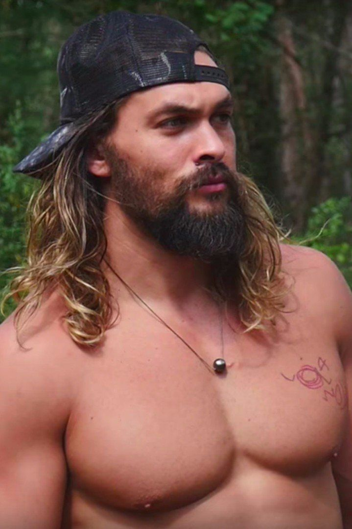 "This Video of Shirtless Jason Momoa Rock-Climbing Deserves a ""Holy Sh*t"""