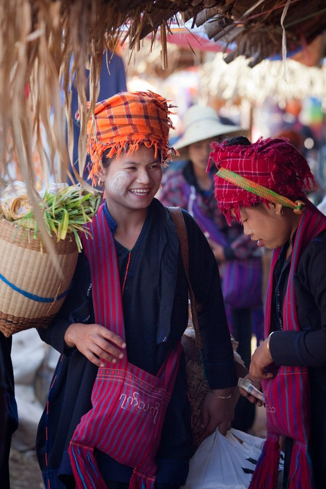 Pa'O women nle Lake  (freshwater lake in the Nyaungshwe Township of Taunggyi District of Shan State, part of Shan Hills in Myanmar) market