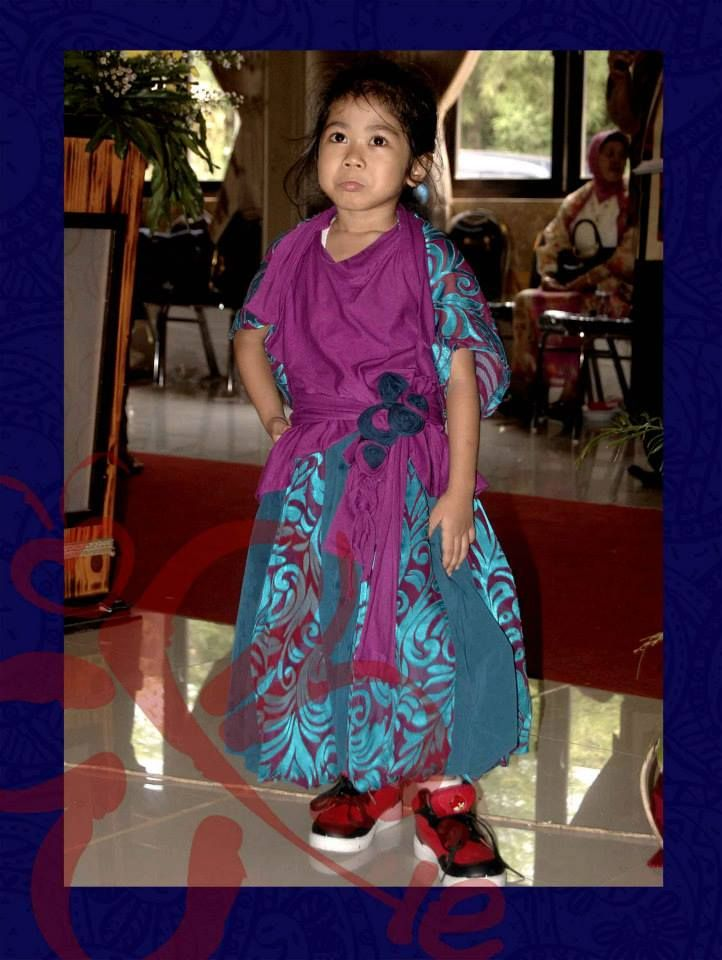 Phiebhatique Kid's Party Gown