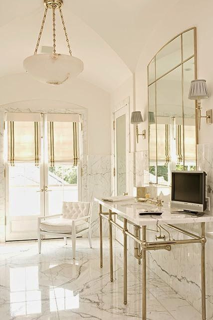Chic Bathroom: White and Gold