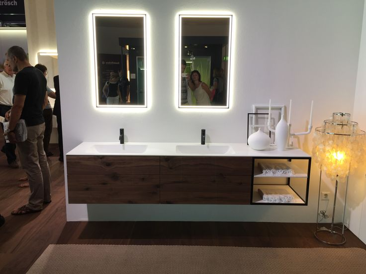 Velice jednoduche koupelnove skrinky s masivnimi cely