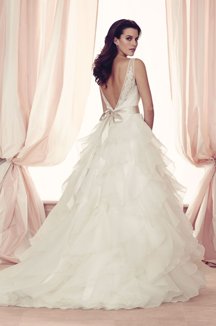 Simple  palomablancawed French Alen on Lace and Organdy Wedding Dress back view Sleeveless lace v