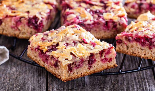 Saftiger Low Carb Himbeer-Mandel Kuchen