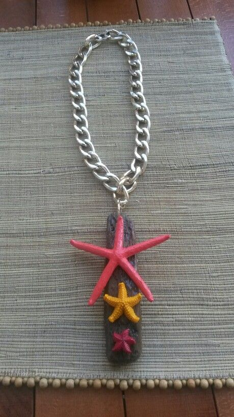Collana realizzata con stelle marine e legni di mare.