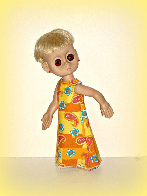 Neue Kleider für 15 Miss Little keine Namen, Vintage Puppe von 1965, Handmade 70er Vibe Maxikleid, in Fett sonnigen Gelb von traveller240  Ich stieß auf dieses wunderbare Material in einem kleinen Laden in der Innenstadt von NYC und verliebten sich ineinander. Ich konnte alles davon gekauft. Sie werden es viel Lol sehen  Informationen:  Maxi-Kleid: Das in voller Länge Kleid ist aus 100 % Baumwolle in einer Qualität Quilterinnen Gewicht, gedruckt in eine wunderbare Melange aus Gold, gelb…