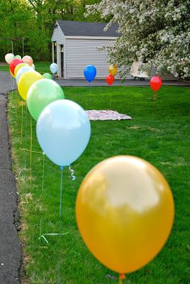 A fun & easy way to decorate the park for a playground or picnic birthday party for kids.