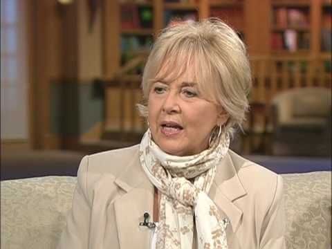 Guideposts For Your Descendants - 2/2 - Diane Roblin-Lee  Uploaded by 100huntley on Jun 8, 2009  Moira Brown interviews Diane Roblin Lee talks about the legacy workbook designed for the recording of your reflections, values, experiences and family history.