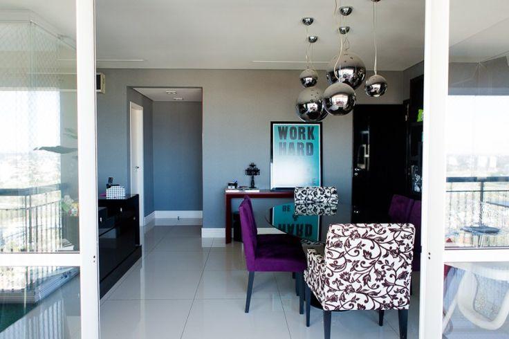 decor sala jantar apartamento cadeira roxa