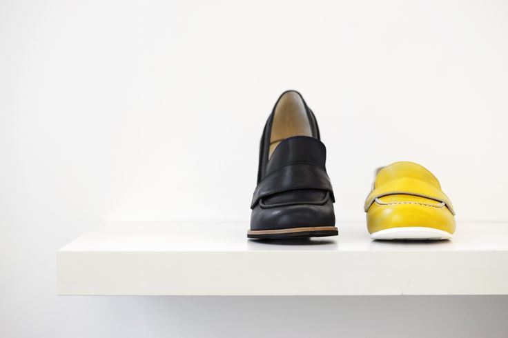 Jil Sander Navy black and yellow collections for the 2015 resort collections. Jil Sander Navy revisits masculine elements with a contemporary interpretation, infusing bold feminine characteristics. #JilSander #navy #jilsandernavy #shoes #resort2015