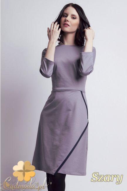 Dopasowana sukienka damska z rękawami 7/8 marki Lanti.  #cudmoda #moda #styl #ubrania #sukienki #clothes #dresses