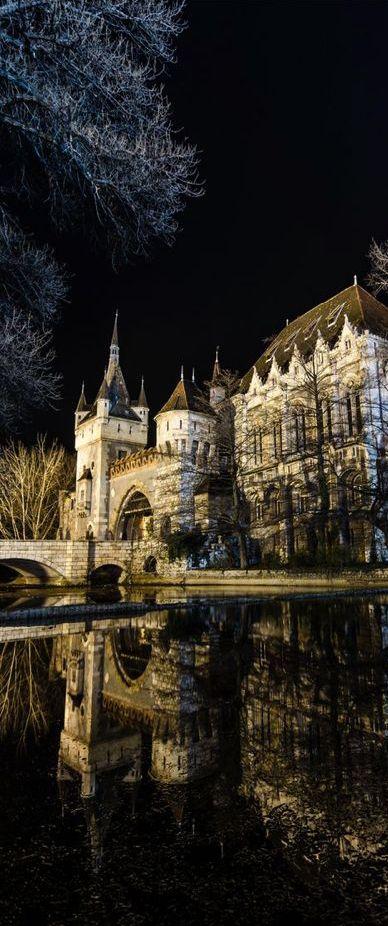 Castelo Vajdahunyad, em Budapeste, Hungria.