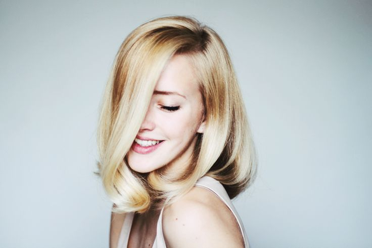 I usually dislike blondes and short hair... but this combination is just WOW