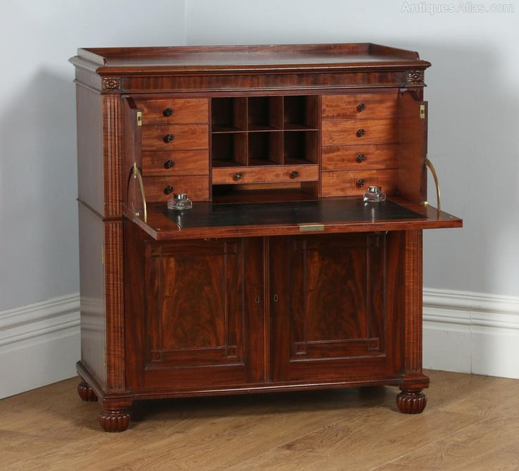 Here is a stunning quality antique English Regency flame mahogany Secretaire chest of drawers, circa 1830, by Gillows of Lancaster, which is in good condition and is completely original, having been constructed of the finest materials.