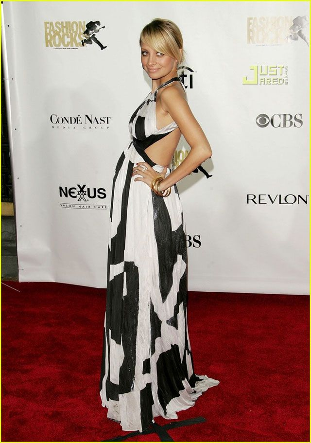 nicole richie prego style. If i have to go to a wedding huge and prego i wana look like this!