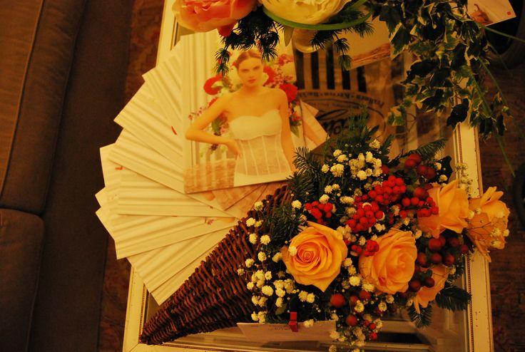 Fiori e brochures Flowers and brochures