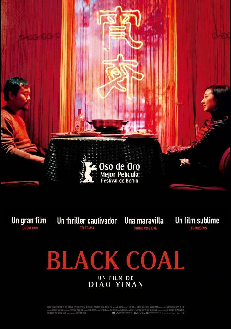 DVD CINE 2381 - Black coal (2014) China. Dir: Yiao Dinan. Thriller. Sinopse: en 1999, o policía Zhang Zili abandona o corpo tras a traumática morte de dous dos seus compañeiros durante a investigación dun asasinato finalmente non resolto. Cinco anos despois, o asasino volve á carga, e Zhang, convertido agora nun garda de seguridade con problemas de alcolismo, decide tentar capturalo pola súa conta..