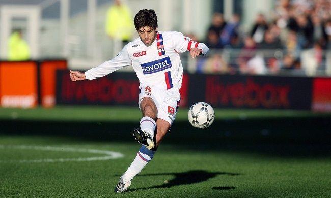 Przez 9 lat gry dla Olympique Lyon stał się prawdziwą legendą • Juninho Pernambucano jest mistrzem rzutów wolnych • Zobacz więcej #goals #juninho #football #soccer #sport #sports #pilkanozna #futbol
