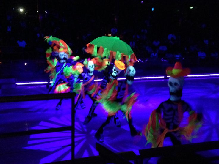 Ice skating spectacular - this was really good! #Cruise #Cruising