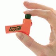 Zap-it : une piqûre de moustique? zap-it! une petite décharge statique pour éliminer toute démangeaison. Finies les crèmes chimiques sur la peau.