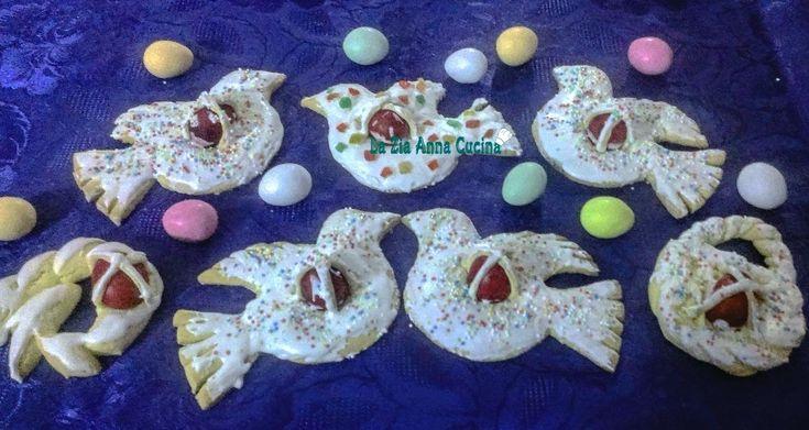 Pasqua si avvicina ed è il momento di iniziare a preparare delle golose ricette a tema.Le colombine pasquali con l'uovo,diffuse in tutte le province siciliane e non solo è un dolce casalingo con una base simile alla pasta frolla.