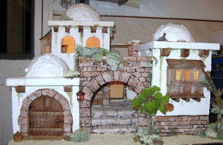 Conjunto de viviendas con replaceta interior   Luces interiores con farol en entrada   Aconsejable para figuras de 10 ó 12 cmts.   MEDI...