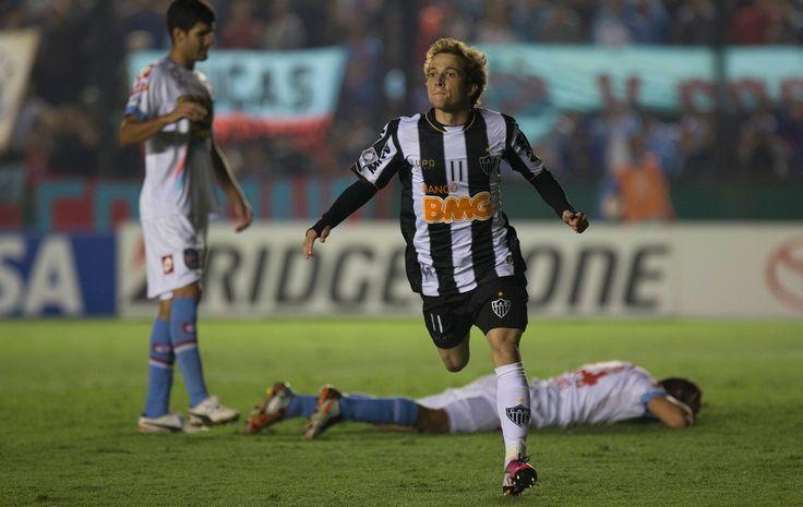 Bernard marcou 2 gols contra o Arsenal de Sarandí em jogo na Argentina, vencido pelo GALO por 5x2
