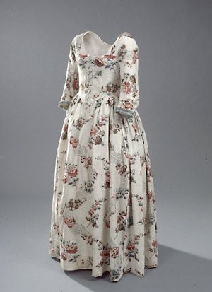 "Floral cotton summer dress or ""round gown"", Danish, 1780's. I want a round gown."