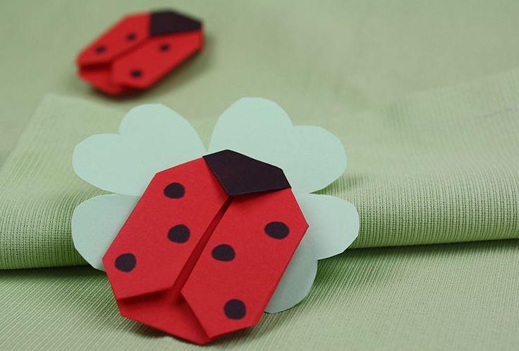 Origami Marienkäfer falten: https://www.deindiy.de/origami-marienkaefer/