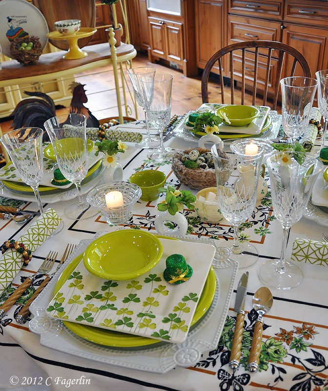 St. Patrick\u0027s Day table setting & 167 best Irish Vignettes and Tablescapes images on Pinterest | Table ...