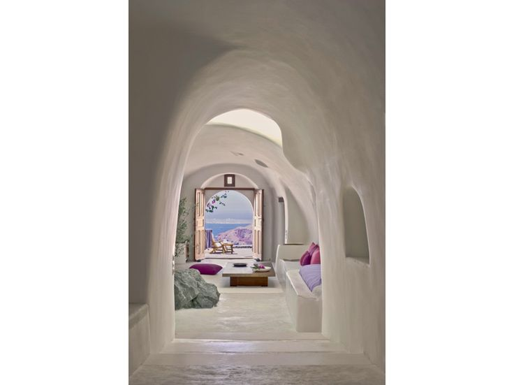 4.stile-grecia-interni-greece-style-cave-style-pareti-curve-effetto-caverna