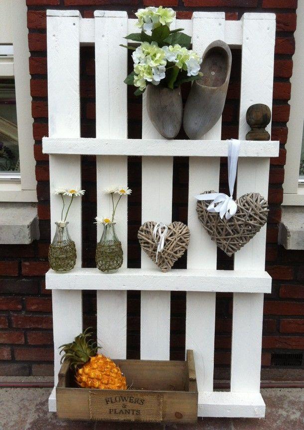 Pallet wandrek gezien op jwhome nl gemaakt van een pallet leuk voor in de tuin gang of waar for Terras decoratie