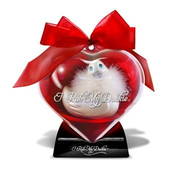 Delight your lover in the bed, bath or wherever, with this I Rub My Duckie SweetHeart complete with its own removable feather boa and glamorous Swarovski crystal and comes in a re-useable heart case. This duckie offers amazingly strong but quiet vibrations and is completely waterproof.