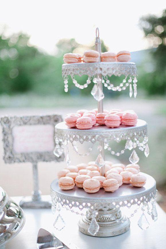 Decoracion boda vintage con cristal, mesa de postres, macarons