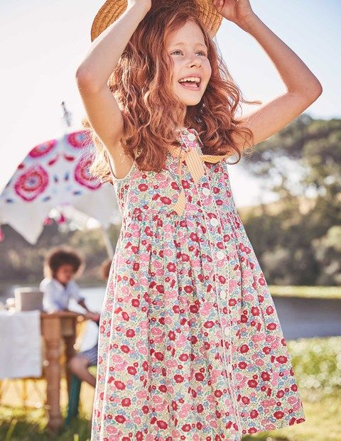 This colourful dress is spot-on for a day out with the grown-ups. The fit-and-flare shape is fully lined, and its button-down front makes it easy to pull on. The contrasting Peter Pan collar adds extra smartness to this sleeveless cotton style. Just add an ice cream for the perfect family outing.