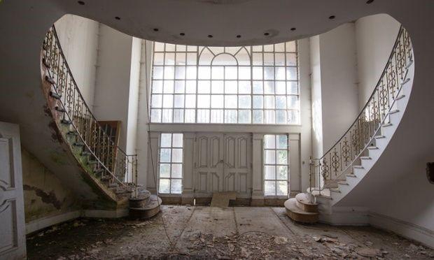 1193  Abandoned mansion on Billionaires Row, London.
