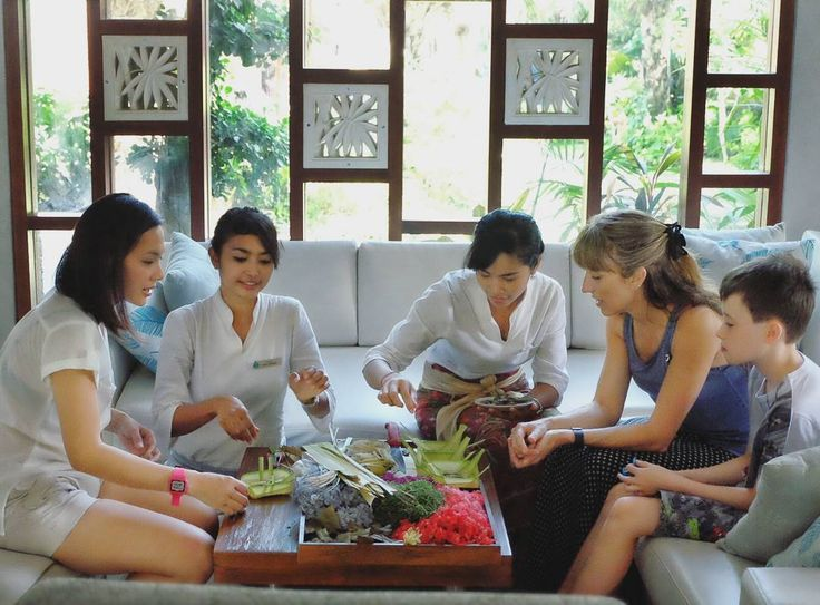"""#Bali #staycation. During our stay at @TheLeafJimbaran we have several activities we called """"authentic Bali experience"""" like how to make Canang."""