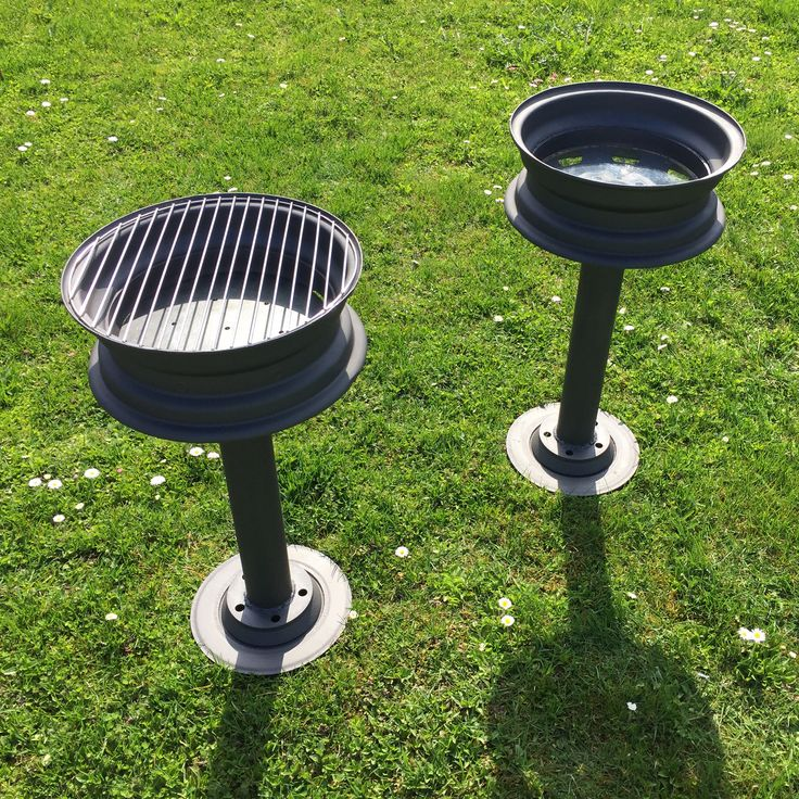 A charcoal grill and a beer cooler (ice bucket) made out of old rims and brake discs. Summer grillparty idea! http://viljarpiir.tumblr.com
