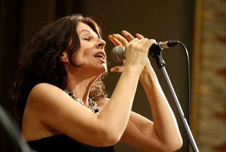 Teodora Enache cântă cu Big Band-ul Radio - http://herald.ro/evenimente/muzica/teodora-enache-canta-cu-big-band-ul-radio/
