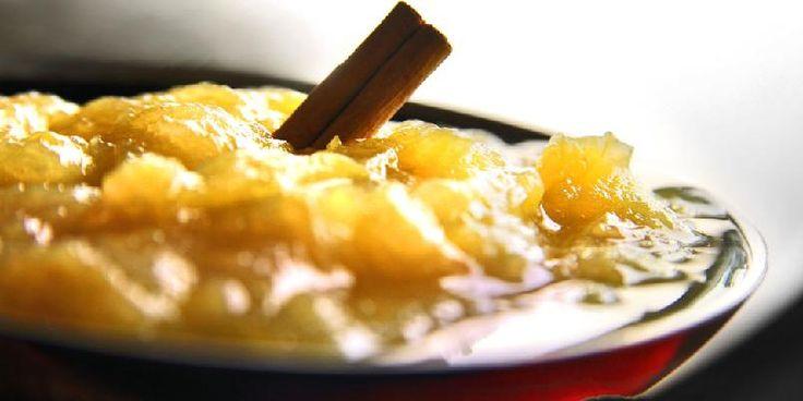 Her er oppskriften på klassisk rabarbrasyltetøy. Med kanel og sukker.