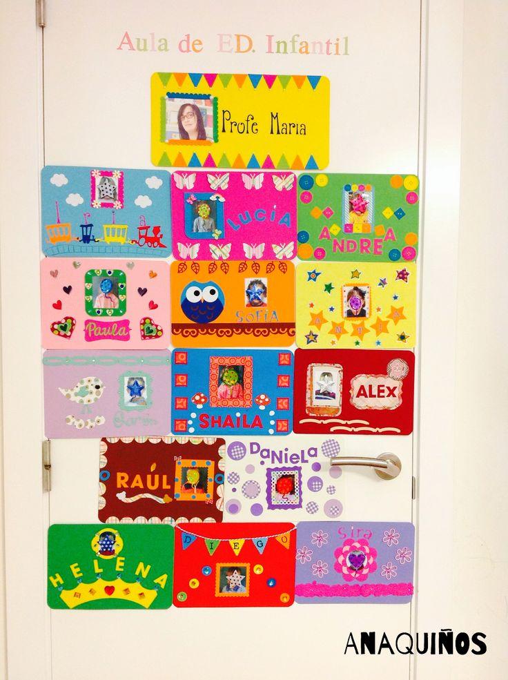 Mural para puerta del aula con tarjetas decoradas con for Decoracion navidena para ninos