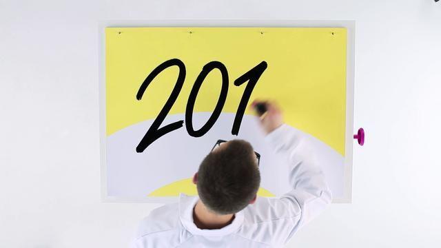 Ook dit jaar vertaalde Fabrique in de 'Eenvoud in Geldzaken' filosofie van SNS REAAL het jaarverslag van SNS REAAL naar een filmpje van nog geen 3 minuten.  Klant: SNS REAAL Concept: Fabrique [merken, design & interactie], Calango Copy: Robin Kemme Productie: Unitedstudios, Calango Post Productie: Calango Audio en voice over: Big-Orange