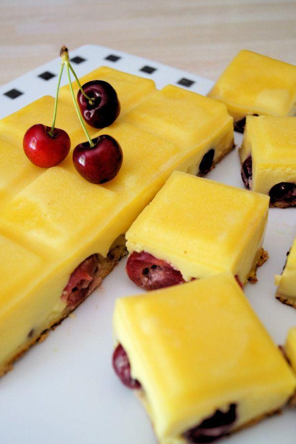 Le gâteau magique au chocolat blanc et cerises, un air de super clafoutis