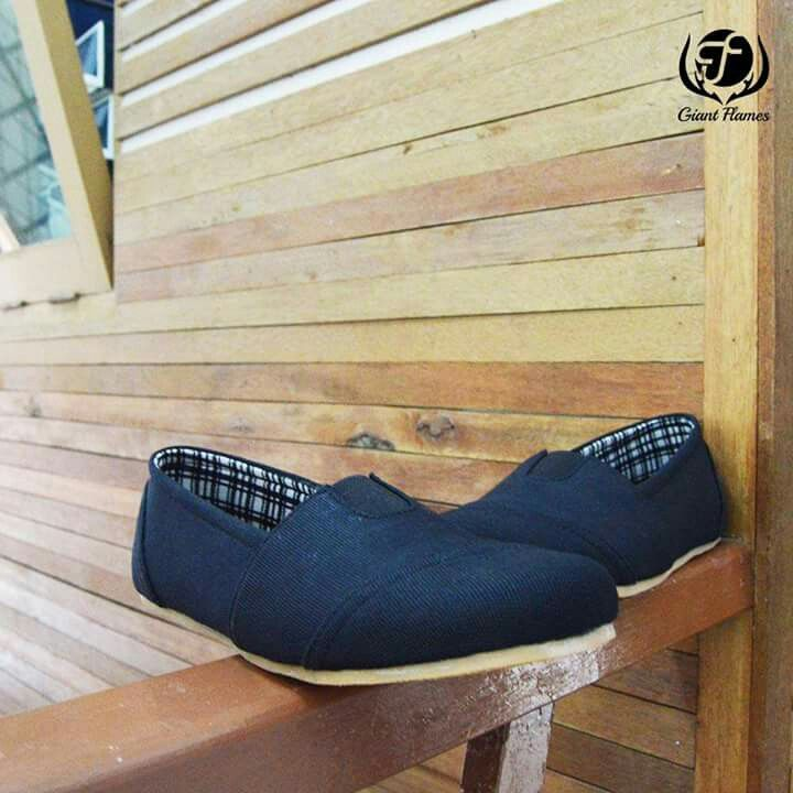 New Giant Berto Blue  Price : Rp 250.000,-   Delivery from Bandung, Indonesian  Size 39-45  Materials Lak Leather & Rubber Outsole  www.sepatutrabass.com  Pin BBM  : 5C699DC3  HP/WA    : 085752061333  #GiantFlames #cowok #guy #Bandung #indonesia #nusantara #kaskus #sepatu #sepatutrabass #jualanku #jualan #laki #vintage #man