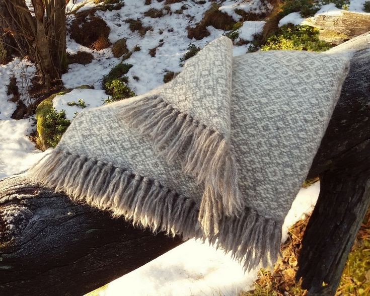 Blanket made with finnsheep wool. / Suomenlampaanvillainen Sointu-viltti.