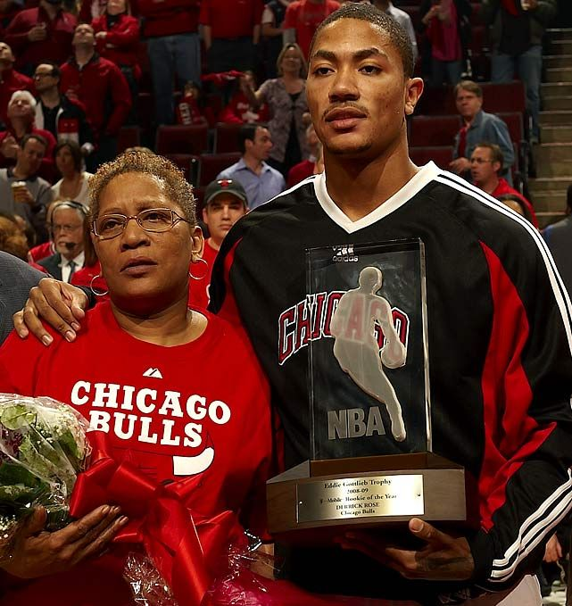Derrick Rose with his mother Brenda (2009)