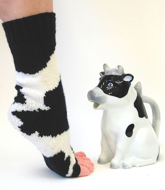 Too funny! Toes are the udders, even! Pattern is Cowasocky by Leslie Comstock…