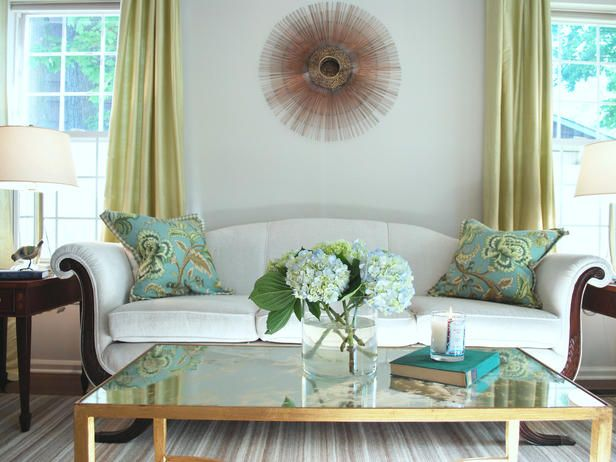 Green living room ideas with white sofa turquoise pillows for Turquoise color scheme living room