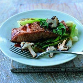 Aziatisch getinte recepten zijn pittige gerechten, die vetarm en toch erg lekker zijn. Misopasta is te koop in Aziatische winkels of reformzaken. Dit recept komt uit het boek Gezond eten voor je hart van Gayler & Lynas.