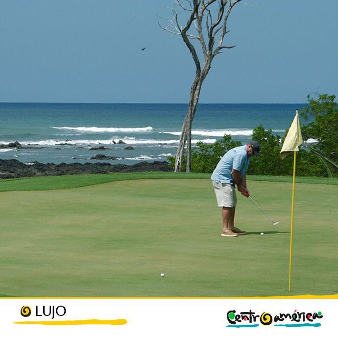 Si no quieres dejar de practicar tu swing mientras estás de viaje.. Centroamérica pone a tu disposición los mejores campos de golf..